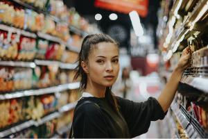 Verbraucher im Supermarkt